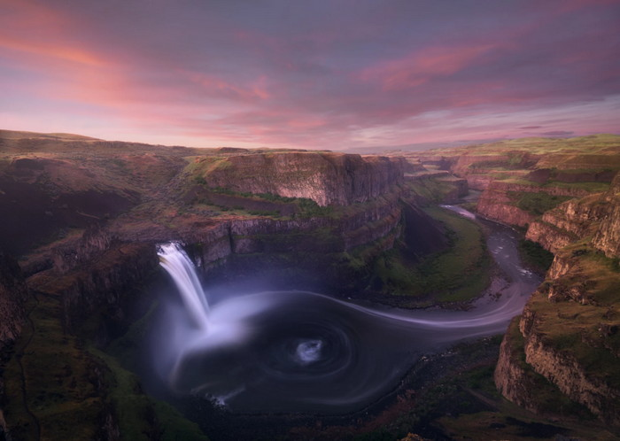 Palouse Falls in Washington us with river trails
